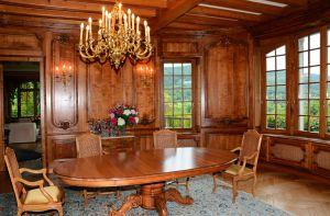 La salle-à-manger lambrissée de l'Ermitage du Rebberg